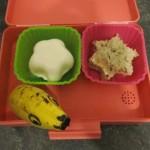 oben: Ei in Sternform, Brot mit Wurst in Sternform unten: Banane mit Gesicht
